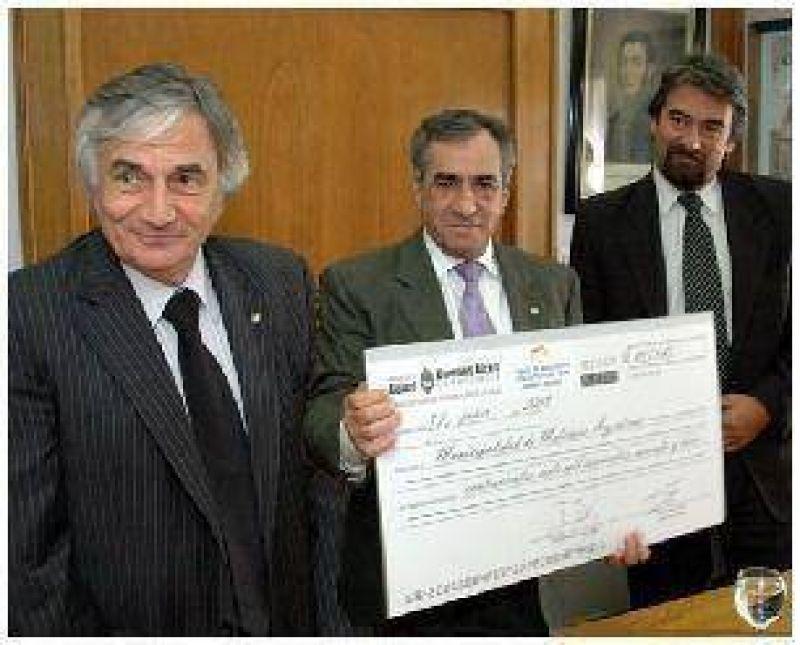 ENTREGAN M�S DE 400 MIL PESOS AL MUNICIPIO DE MALVINAS ARGENTINAS