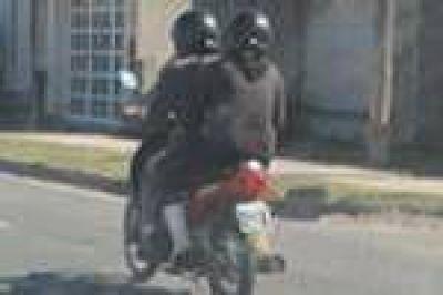 En San Nicol�s, nueva normativa para motos regir� a partir de mayo: acompa�antes, con casco y chaleco reflectante