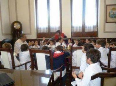 Visita de alumnos de la Escuela 54 al Intendente Sánchez