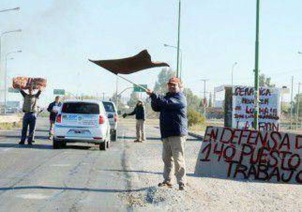 Ceramistas protestaron en la Ruta 7