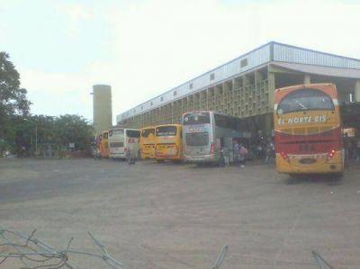 Mucho movimiento de colectivos en Terminal local en el inicio de Semana Santa