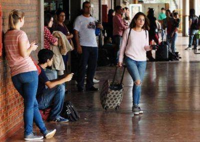 Éxodo en la Terminal de Ómnibus de Posadas por Semana Santa