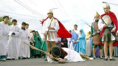 Con Vía Crucis en distintos barrios, Comodoro conmemora Pascuas