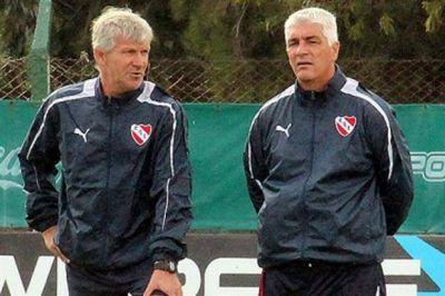"""Omar De Felippe: """"No me voy a ir; quiero ascender a Independiente"""""""