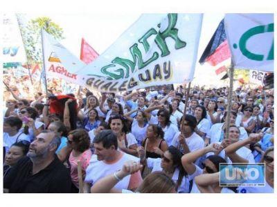 Docentes rechazan el proyecto para limitar manifestaciones