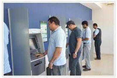Se abonarán todos los salarios a estatales los días martes 29 y miércoles 30 de abril