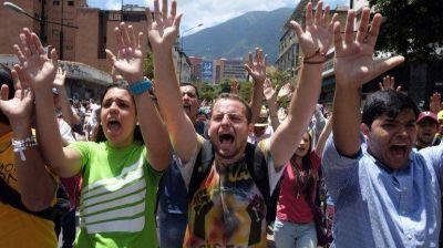 """Crisis en Venezuela: los estudiantes marcharon por la """"resurrección de la democracia"""""""