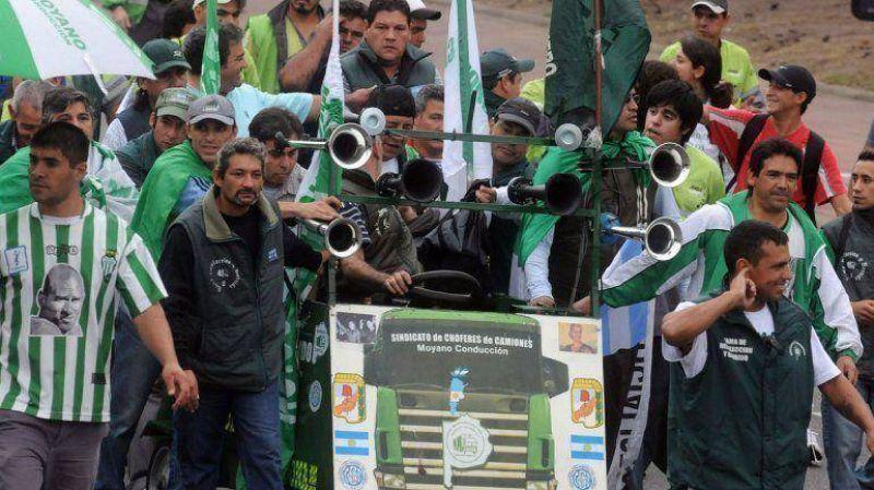 Siderar denunció penalmente al gremio de Camioneros por bloquear todas sus plantas