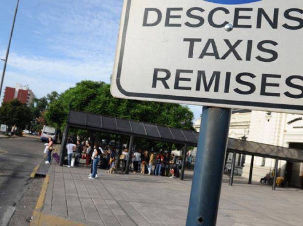 Un sector de los remiseros de Rosario advierte que si no les pagan, el jueves irán al paro