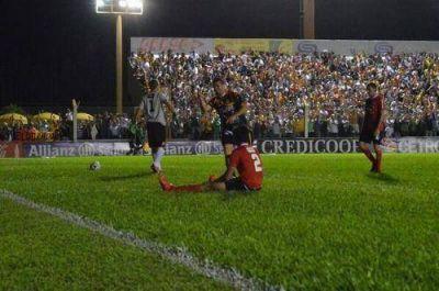 Crucero hizo historia: le ganó 3 a 1 a Independiente y volvió a la zona de ascenso