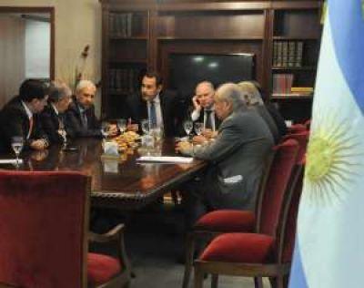 Encuentro político en busca de apoyo a la Ley del Mosto