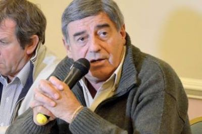 El contrato con PAE �fue un acuerdo entreguista y humillante para el Chubut� dijo Cimadevilla