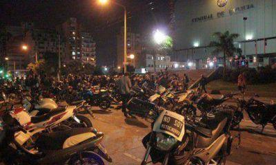 Motociclistas se reunieron con el jefe de Policía por patente en los cascos