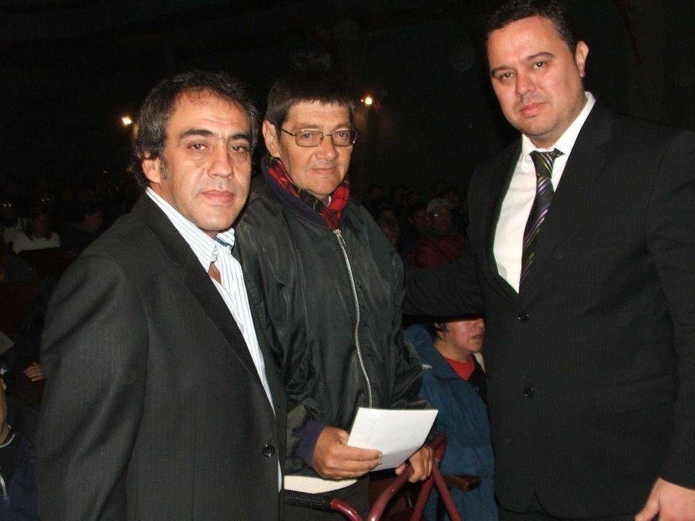 EL INTENDENTE SANDRO GUZMÁN PRESIDIO EL ACTO DE ENTREGA DE PENSIONES EN ESCOBAR
