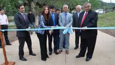 La Gobernadora inauguró la pavimentación de acceso al Dique y refacción de la Hostería de Villa La Punta