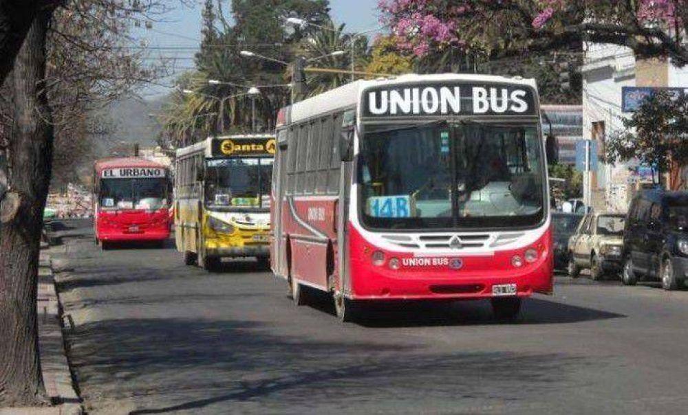 Choferes de colectivos en estado de alerta y movilización por falta de respuesta sobre controles al transporte ilegal en Jujuy