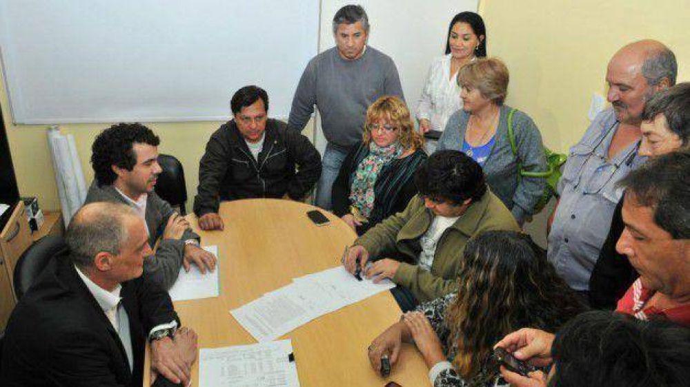 La Municipalidad de Trelew firmó acuerdo paritario con los gremios