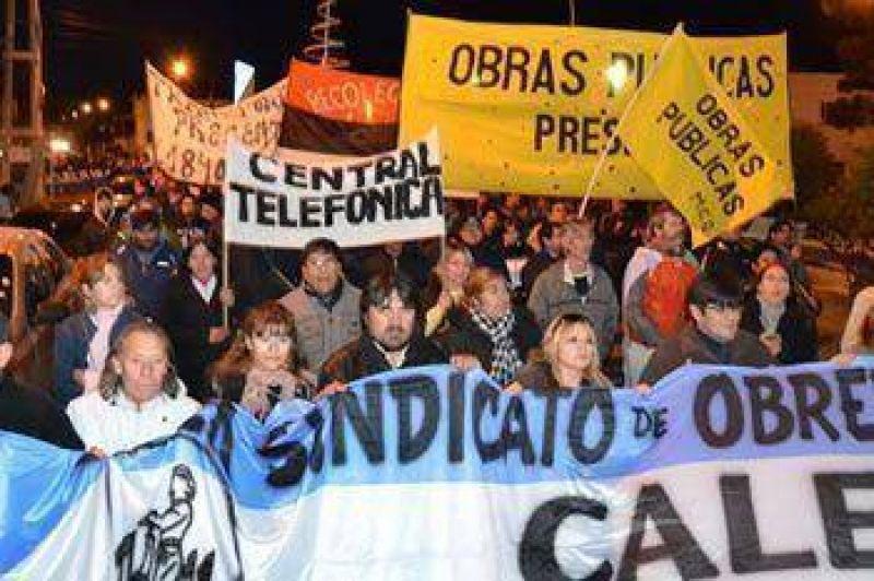 Se movilizan los municipales de Caleta y el lunes vuelven al paro