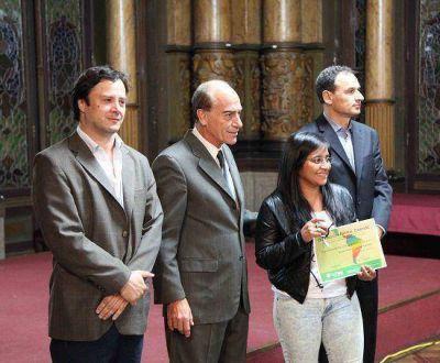 La Plata: Bruera entregó la distinción