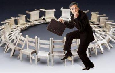 Juego de la sillas en la Municipalidad