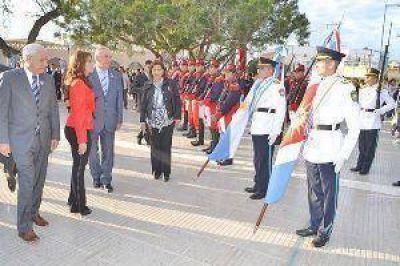 La gobernadora presidi� el acto por el 194� aniversario de la Autonom�a