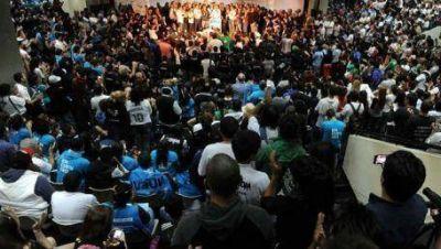 Miles de j�venes en el Encuentro de la Militancia