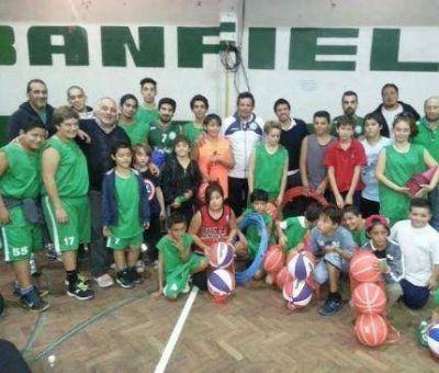 La Fundación Curuchet entregó materiales deportivos y también subsidios a deportistas marplatenses