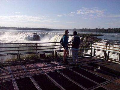 Viajaron desde Ohio y él le propuso matrimonio en Cataratas del Iguazú