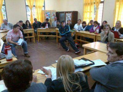 Safr�n se reuni� con los docentes afectados por derrumbe del puente Acaragu�