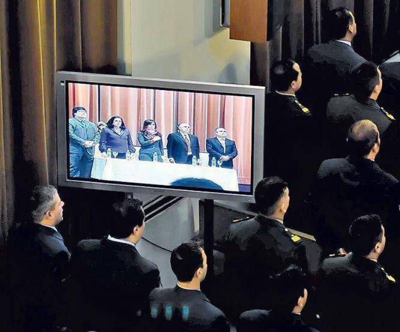 La Presidenta anunci� una suba salarial del 15% a militares.