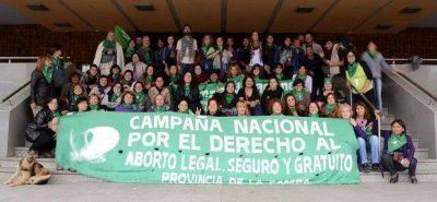 Piden por el aborto legal, seguro y gratuito y que quiten una Virgen de la UNLPam