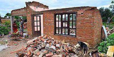 Lentamente se recuperan las familias damnificadas por el violento temporal de Villa General G�emes
