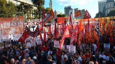 Con cr�ticas al Gobierno y al sindicalismo, la izquierda se moviliz� por el D�a del Trabajador