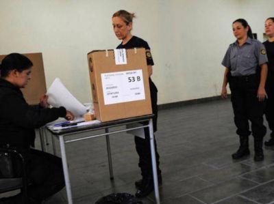 Los delegados electos en la ciudad revisten en Apropol