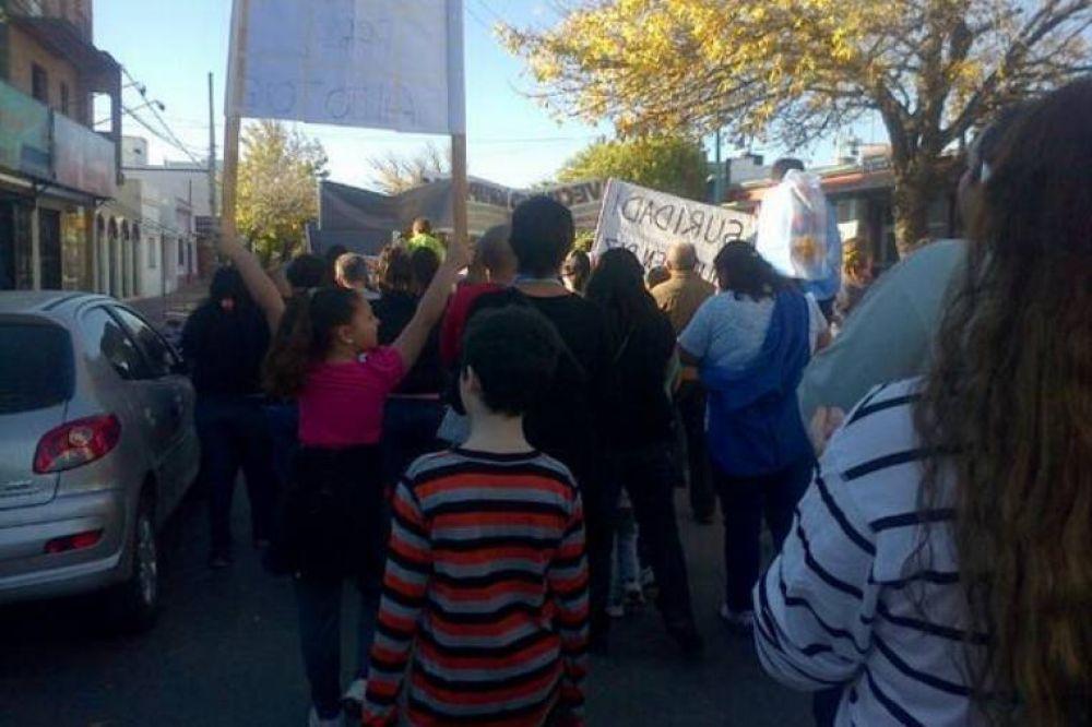 """La marcha """"por la Paz y la Justicia"""" reunió más de mil santotomesinos en el Anfiteatro de la ciudad"""