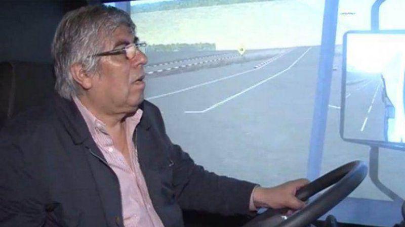 Hugo Moyano reconoci� que no puede conducir camiones
