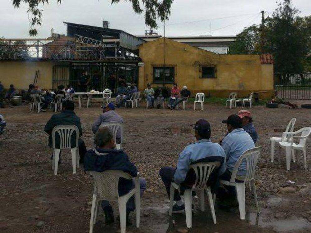 Trabajadores bloquean el Ingenio San Isidro y recrudece el conflicto