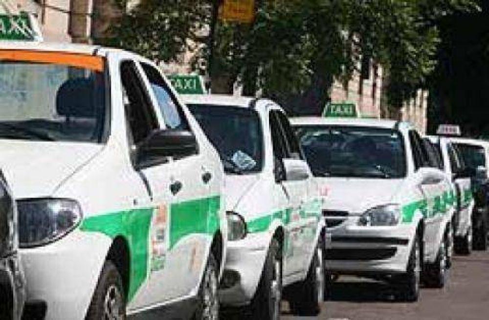 Taxistas platenses marcharán frente al municipio para pedir aumento de tarifas