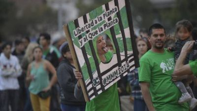 Cinco mil j�venes marcharon por el uso libre de la marihuana