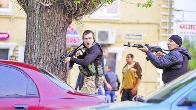 Escala la crisis de Ucrania: milicias pro rusas y el ejército de Kiev combaten en las calles