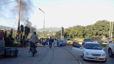 Diputada pide prohibir por ley la quema de neumáticos en protestas callejeras