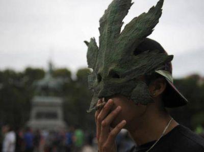 Masiva marcha en Rosario a favor de la despenalización de la marihuana
