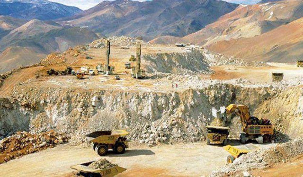 Freno total en Pascua Lama, la punta del iceberg de la crisis minera