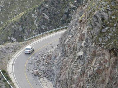 Empiezan a desbloquear la ruta de Nogolí a Río Grande