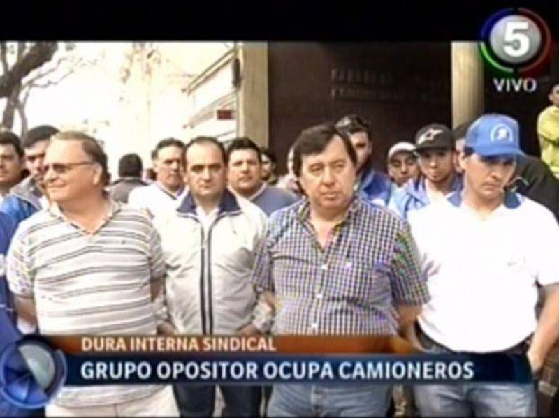 El sindicato de Camioneros espera la intervención nacional con acusaciones cruzadas