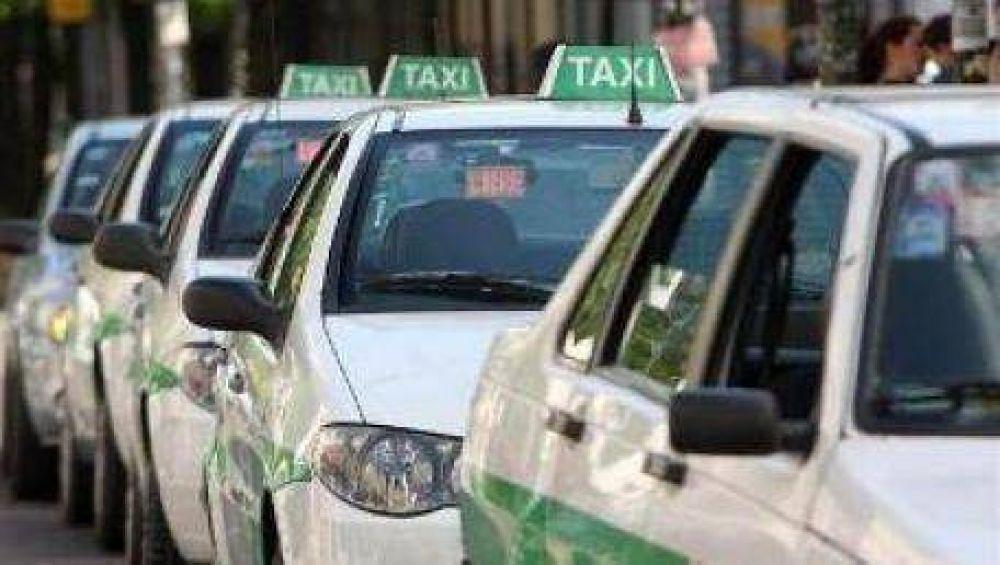 Los taxistas vuelven a la calle a reclamar aumento de tarifa
