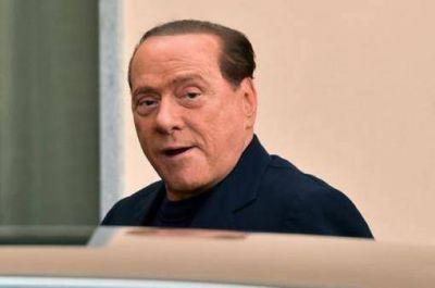 Berlusconi llegó a un centro de Milán para cumplir su condena