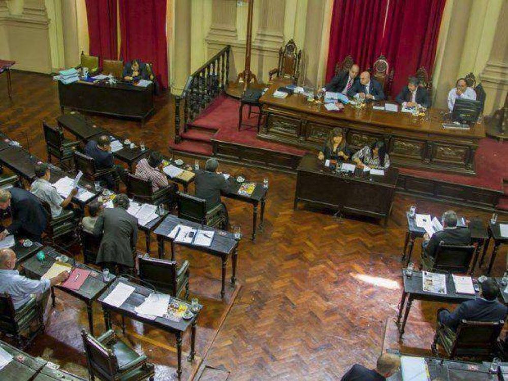 Tres ministros a la Legislatura provincial