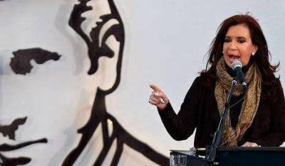 Cristina inauguró escultura del padre Mugica