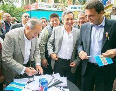 Scioli y Massa salen por las provincias a captar el apoyo del PJ opositor